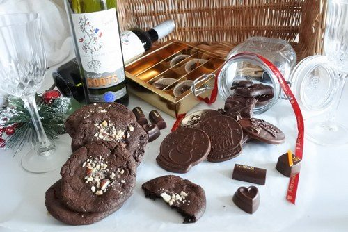 Vegan Assorted Chocolate & Wine Hamper